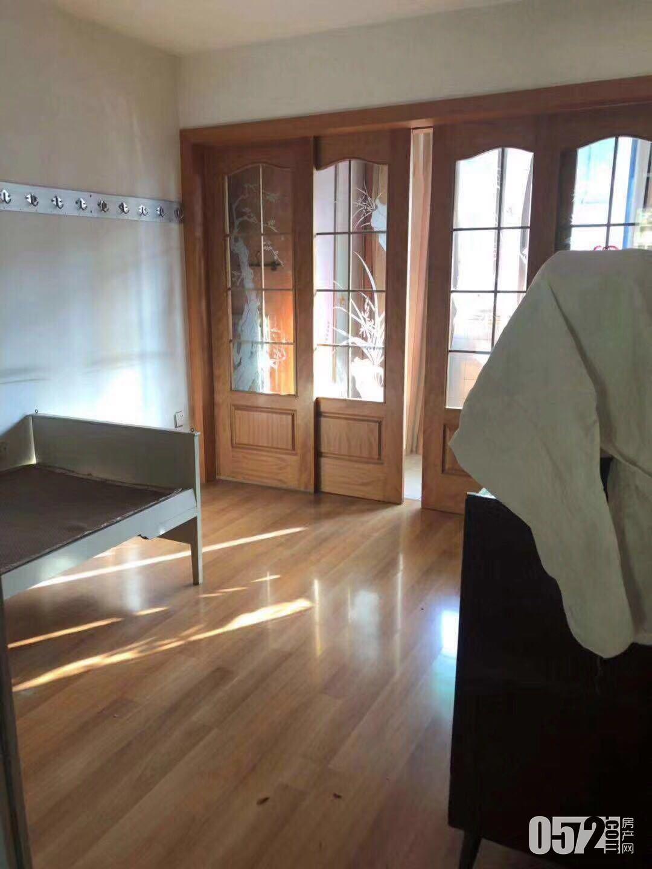 出租紫云5楼,63平方,车库独立,良装,1500元