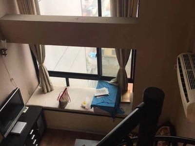 出租余家漾B区,11楼,loft结构,有厨房,客厅,阳台,三菱空调2只,拎包入住