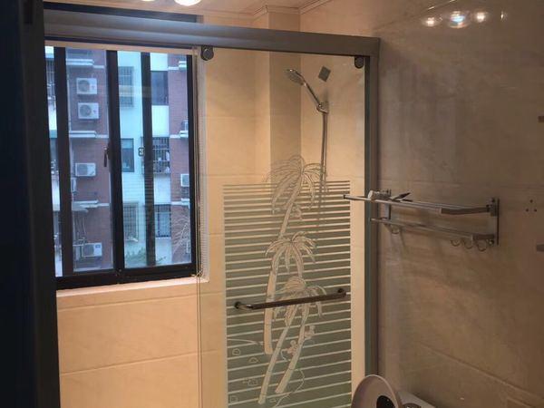 出租东湖家园2楼,70平,二室,标准套型,精装,1980元,家电家具齐全