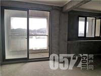 鸿泊湾-三室二厅二卫,全新毛坯,多层带电梯,靠河景观房。
