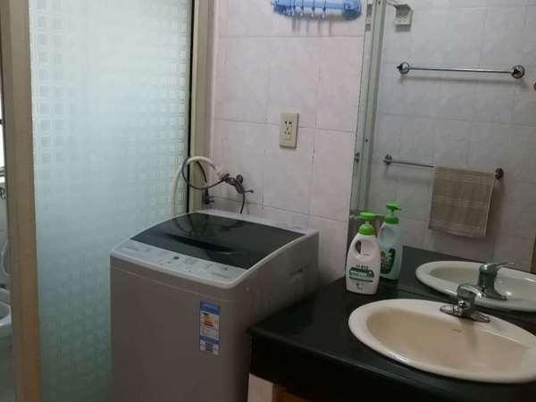 出租华丰一区4楼,44平,中装,家电齐全,车库独立,1200元