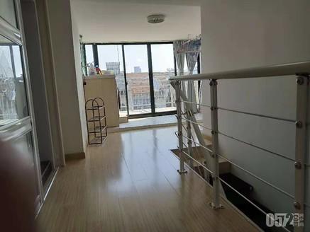 青塘小区 6楼带阁楼40平 精装修 带露台 独立车库7平 满2年 有钥匙