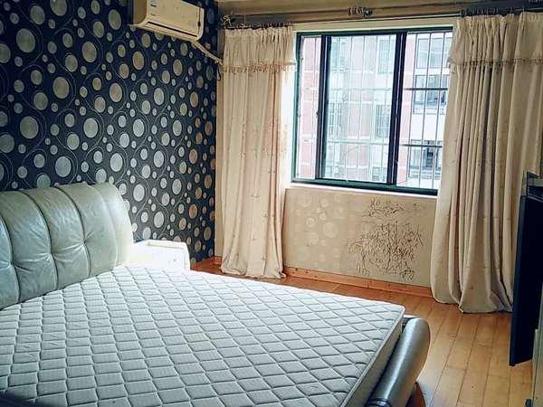 都市家园4楼,100平,三室二厅,良装,家具家电齐全,2300元,有钥匙