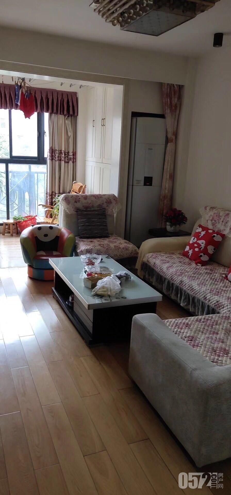 凯莱国际小高层3楼,精装,2年满,无遮挡。