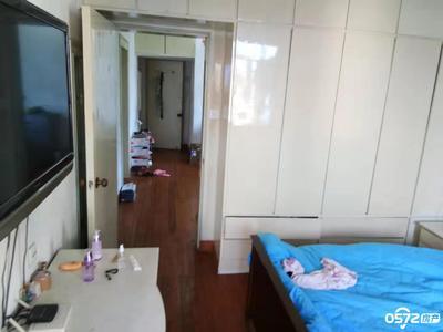 红丰新村4楼非顶 60平 2室1厅 良装 家电齐全 1400元