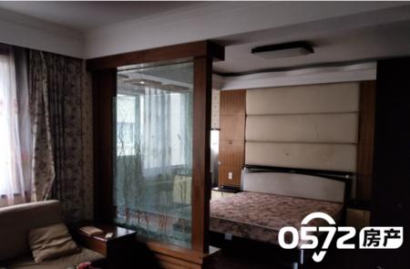 凤凰苑1-4层排屋 5室2厅4卫 大露台阳光房 带一个汽车库 一个汽车位