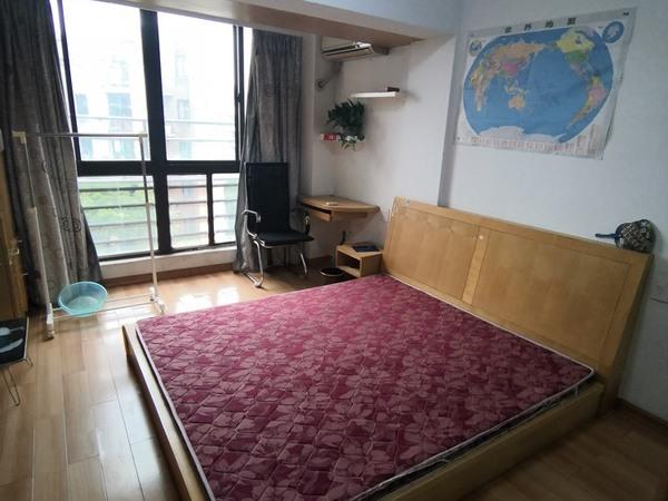阳光水岸4楼 单身公寓 41平 精装修 独立厨房家电齐全 拎包入住 1400元