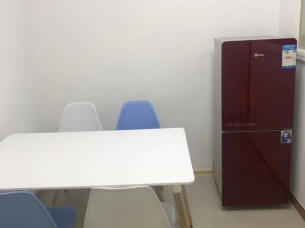 祥和花园西区17楼 二室一厅,二室朝南 精装修 空调2台家电齐全 2300元/月