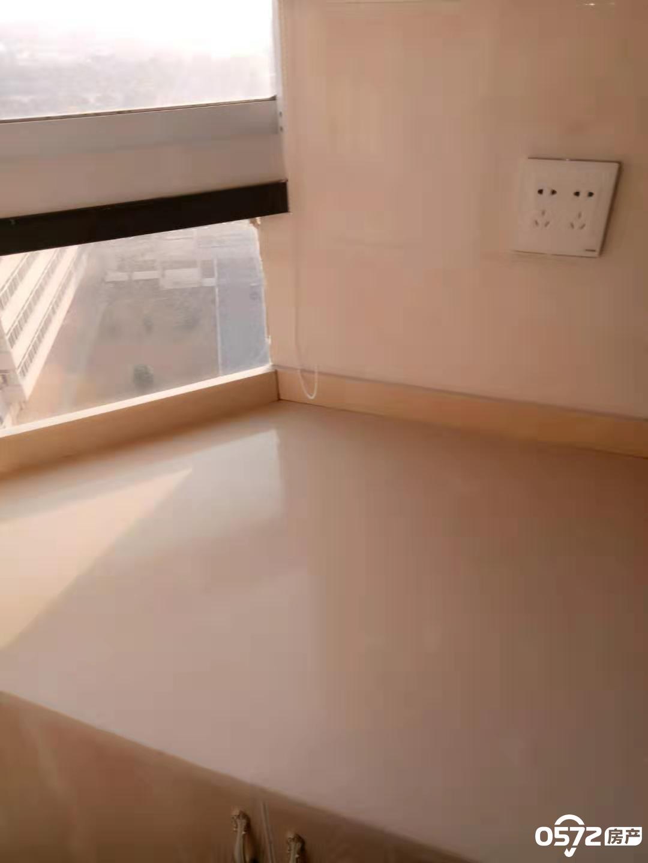 景鸿铭城单身公寓 35平 精装修 家电齐全拎包入住 1800元/ 包物业