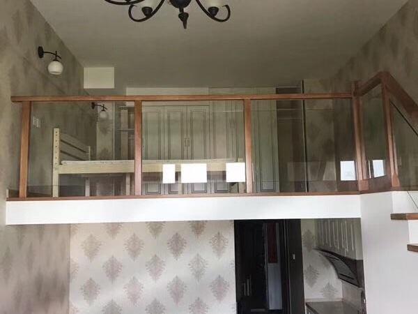翰林世家 loft单身公寓。10楼。一室两厅。全新精装 2000元一月