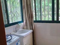 东湖家园精装修 两室两厅69平 报价82万